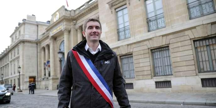 Stéphane Gatignon, le maire EELV de Sevran, ville de Seine-Saint-Denis en difficulté financière, a débuté le 9 novembre 2012, une grève de la faim devant l'Assemblée nationale à Paris pour demander une revalorisation des dotations financières pour sa commune.