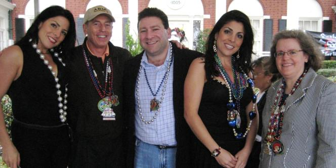 Le général David Petraeus, Scott et Jill Kelley, la soeur jumelle de cette dernière Natalie Khawam (à gauche), et Holly Petraeus, à Tampa, en Floride, le 3 janvier 2010.