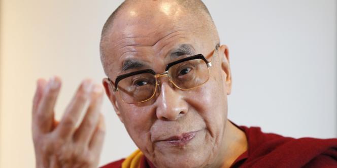 Le dalaï-lama s'est rendu, comme François Hollande, dans la Silicon Valley californienne. Accueilli par le tout nouveau Centre de recherche et d'enseignement sur l'altruisme et la compassion, créé à l'université Stanford, il a donné une conférence sur « La compassion et l'éthique des affaires ».