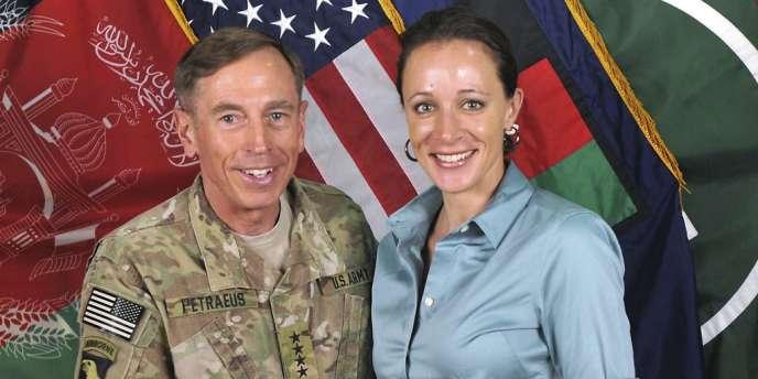 David Petraeus et sa biographe, Paula Broadwell, en juillet 2011.