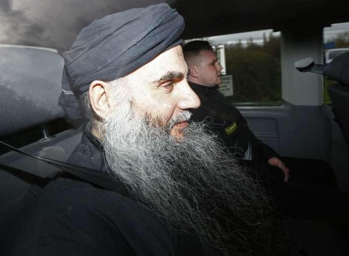 Abou Qatada à sa sortie de la prison de Long Lartin, le 13 novembre 2012.