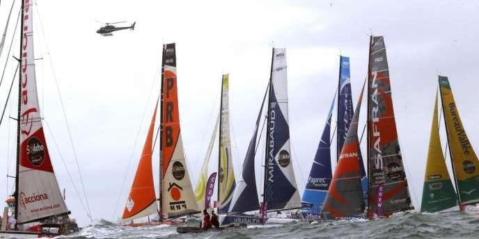 La flotte des vingt IMOCA au départ du Vendée Globe aux Slables-d'Olonnes, le 10 novembre. Trois sont déjà hors-course dont deux suite à des collisions avec des chalutiers.