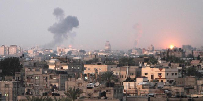 Gaza sous les raids aériens israéliens, le 14 novembre.