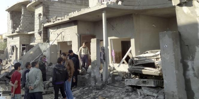 Quinze personnes ont été tuées et des dizaines d'autres blessées mercredi par des explosions, ont rapporté un responsable des services de sécurité et une source médicale.