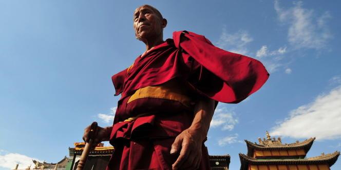 Un moine bouddhiste tibétain à Tongren, le district où se multiplient les immolations.