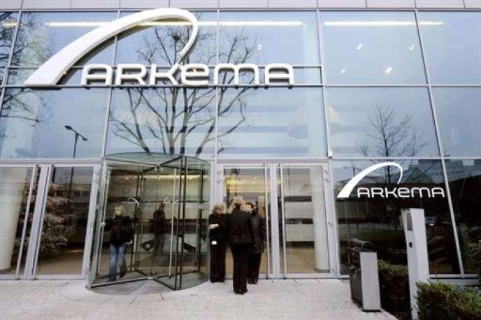 Pour le chimiste Arkema, qui fait régulièrement l'objet de rumeurs d'offre publique d'achat, ce renfort tombe à pic, quelques mois après la sortie du belge Albert Frère de son capital.