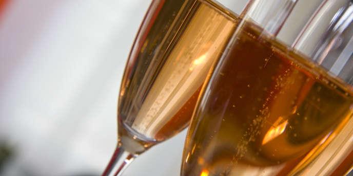 A l'approche de Noël, les foies gras et saumons Labeyrie ou Delpeyrat, comme le champagne Nicolas Feuillatte, sont en bonne place dans les rayons des magasins.