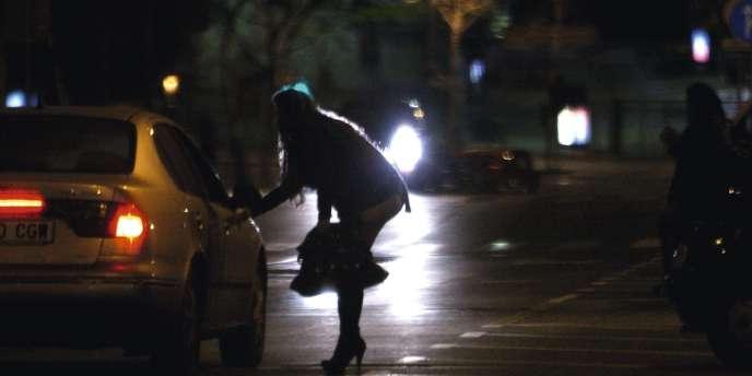 Pour lutter contre la prostitution, Najat Vallaud-Belkacem, ministre des droits des femmes, veut s'inspirer du modèle suédois.
