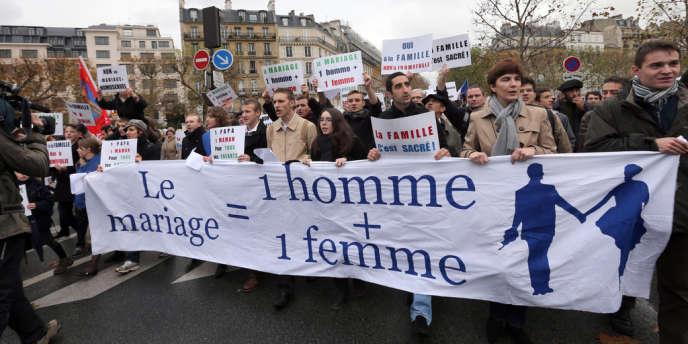 Les militantes du mouvement féministe Femen ont été rouées de coups par des personnes manifestants à l'appel de Civitas.