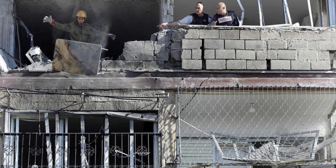 Un bâtiment endommagé par une roquette à Kiryat Malachi, dans le sud d'Israël.