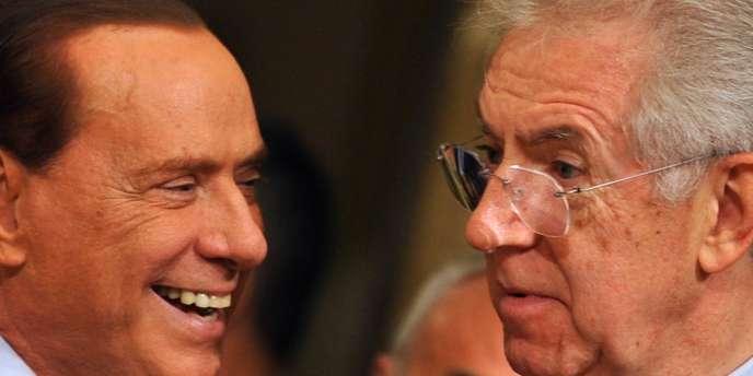Silvio Berlusconi et Mario Monti, le 16 novembre 2011 lors de la passation de pouvoirs.