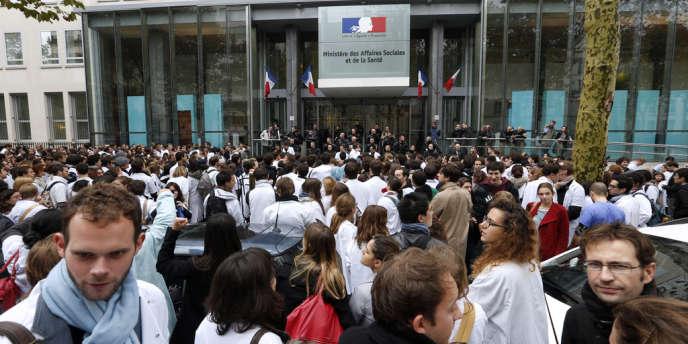 Manifestation des internes le 17 octobre 2012 devant le ministère de la Santé.