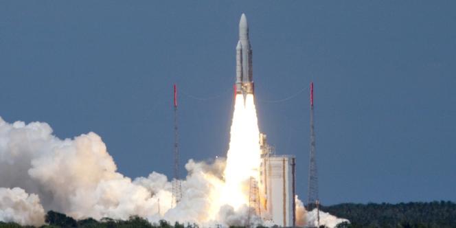 Lancement d'une fusée Ariane 5, depuis Kourou, en Guyane, le 18 décembre 2009.