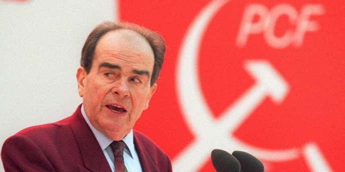 Photo datée du 26 janvier 1994 du secrétaire général du Parti communiste Georges Marchais prononçant un discours, lors du 28e Congrès du PCF.