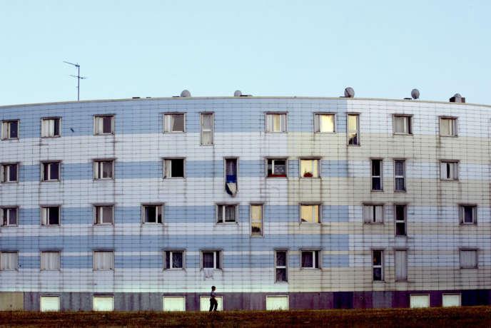 Avec 5 000 logements, Grigny 2 est la deuxième copropriété d'Europe - ici, vue d'un bâtiment de la cité de la Grande-Borne.