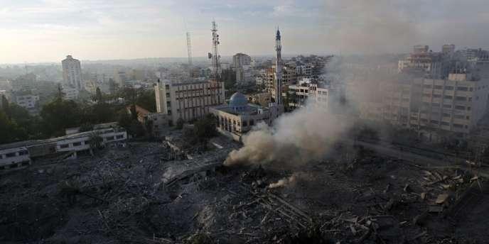 L'armée israélienne a affirmé avoir mené une centaine de raids dans la nuit de mardi à mercredi sur la bande de Gaza.