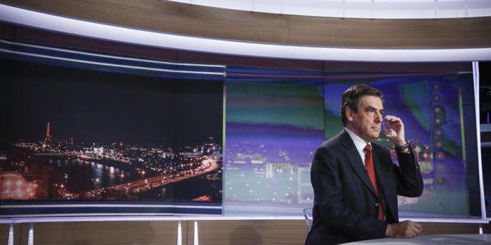 François Fillon sur le plateau de TF1, mercredi 21 novembre au soir.