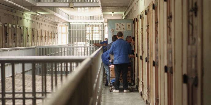 Le budget de l'administration pénitentiaire s'élève en 2012 à 2,39 milliards d'euros et représente désormais la moitié du budget du ministère de la justice.