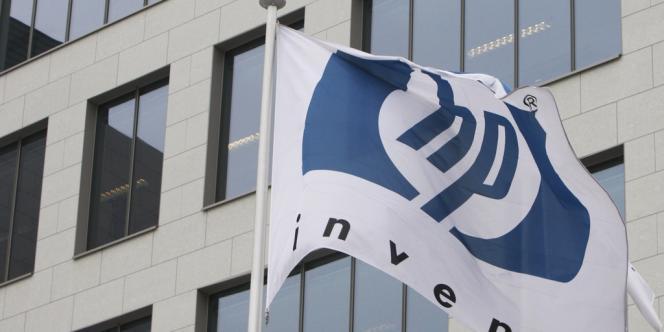 Le groupe informatique américain Hewlett-Packard a annoncé, lundi 6 octobre, la scission en deux de ses activités : d'un côté les PC et les imprimantes, de l'autre les services aux entreprises (logiciel, cloud computing).
