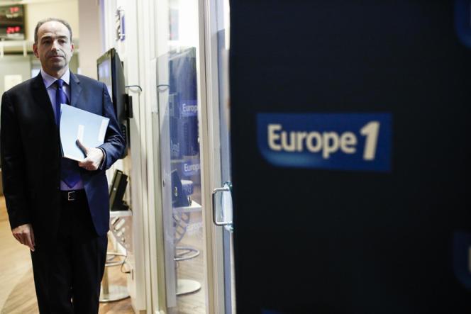 Jean-François Copé avant son interview par Jean-Pierre Elkabbach dans l'émission matinale d'Europe 1, le 22 novembre.