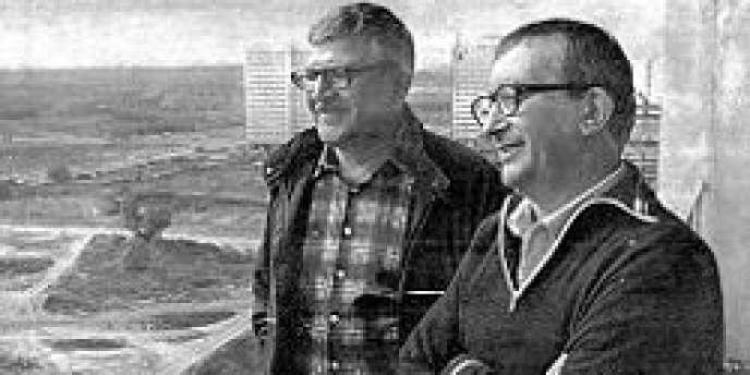 Arcadi et Boris Strougatski (à droite) dans les années 1980.