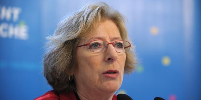 Geneviève Fioraso, la ministre de l'enseignement supérieur, nomme un administrateur à la tête de l'école Sciences Po, attaquée pour sa gestion et empêtrée dans une crise de succession.