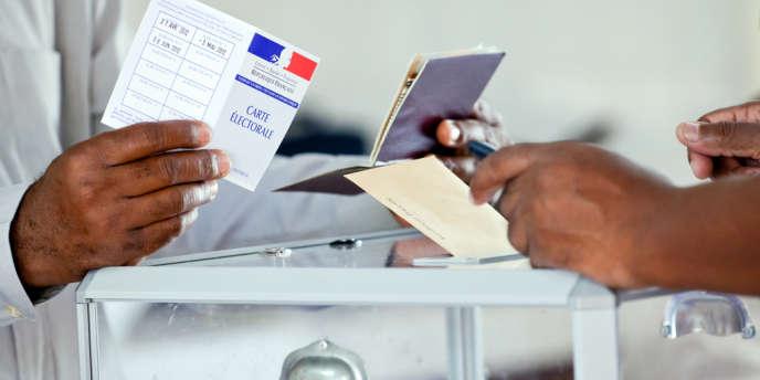 L'Assemblée a approuvé la reconnaissance du vote blanc aux élections, pour qu'ils soient comptabilisés séparément des nuls.