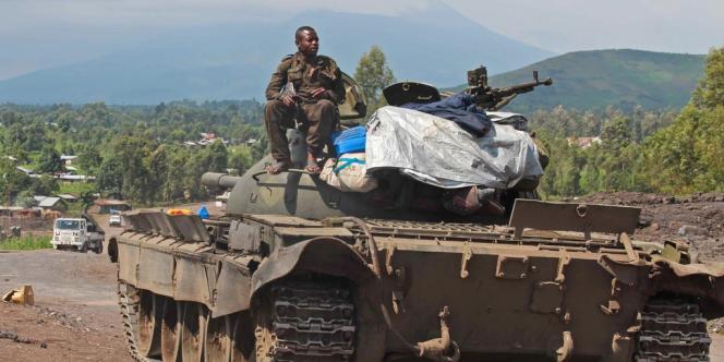 Un tank de l'armée congolaise près de Munigi, le 19 novembre.