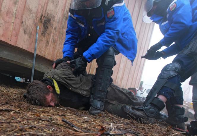 Un militant écologiste arrêté des Notre-Dame-Des-Landes, le 23 novembre.