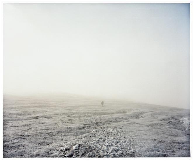 Certains guides  mettent en garde contre le faux sentiment de sécurité  créé par la forte fréquentation des sommets de 8 000 mètres. Là-haut, le moindre imprévu peut mener  à la mort. Ci-contre,  le mont Manaslu,  au Népal et ses  profondes crevasses.Photo: Naoki Ishikawa