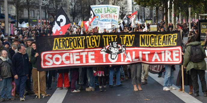 Plusieurs milliers de personnes défilent à Nantes contre l'aéroport Notre-Dame-des-Landes