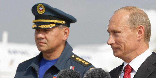 Le nouveau ministre de la défense russe, Sergueï Choïgou, en compagnie de Vladimir Poutine, le 17 août 2010.