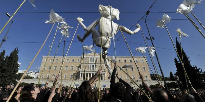 La dette de la Grèce doit atteindre 190 % du PIB d'ici à 2014, contre 150 % estimés lors du premier plan d'aide, en mai 2010.