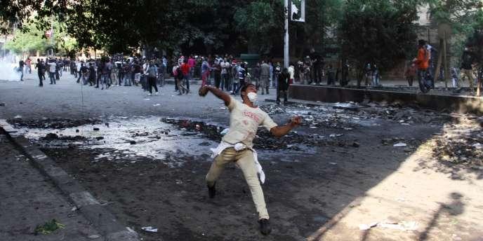 Manifestation, dimanche 25 novembre, près de la place Tahrir, au Caire.
