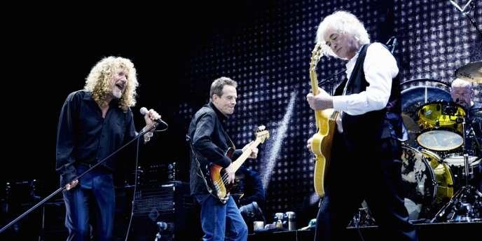 Robert Plant, Jimmy Page, John Paul Jones et Jason Bonham de Led Zeppelin lors de leur concert du 10 décembre 2007 à Londres, en hommage à Ahmet Ertegun, producteur et fondateur de la compagnie phonographique Atlantic Records, mort le 14 décembre 2006, à l'âge de 83 ans.