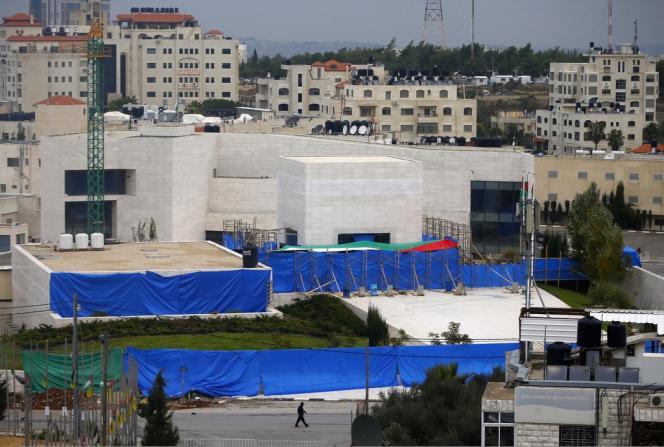 Yasser Arafat a été réenterré et sa tombe refermée mardi à Ramallah après une exhumation au cours de laquelle des prélèvements ont été effectués pour déterminer s'il a été empoisonné en 2004.