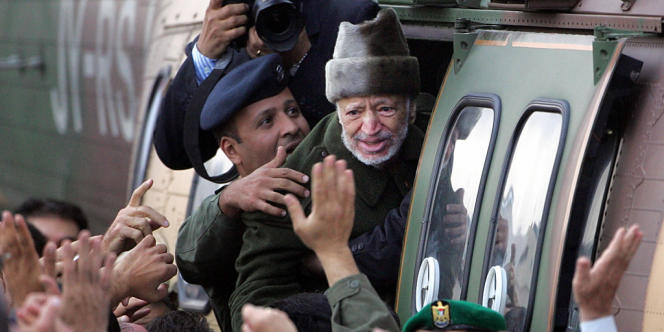 Yasser Arafat, quittant Ramallah, le 29 octobre 2004.