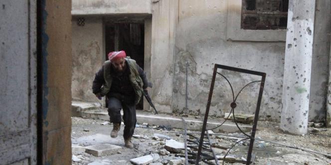 Un combattant de l'Armée syrienne libre, le 26 novembre, à Alep.