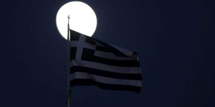 L'opération doit en principe ouvrir la voie au déblocage lors de la réunion de l'Eurogroupe jeudi à Bruxelles, d'une tranche d'environ 34,4 milliards d'euros de prêts UE-FMI en décembre.