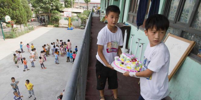 Entrée en vigueur en 1979, la politique de l'enfant unique visait à limiter le nombre de naissances et à réguler une démographie croissante dans le pays le plus peuplé au monde avec 1,34 milliard d'habitants.