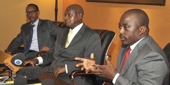 Joseph Kabila (à droite), en compagnie du président ougandais Yoweri Museveni (au centre) et de Paul Kagamé (à gauche).