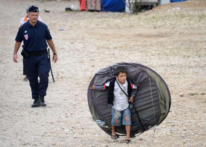 Expulsion d'un camp de Roms, à Saint-Priest, le 28 août 2012.
