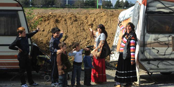 Deux familles roms dont les caravanes ont été évacuées le 25 mars 2011 à Nantes.