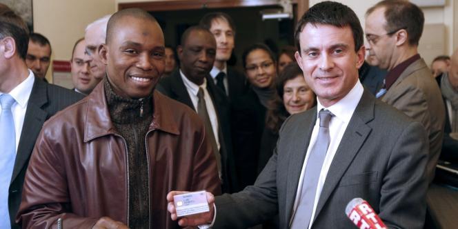 Le ministre de l'intérieur Manuel Valls à la préfecture de Paris, mercredi 28 novembre.
