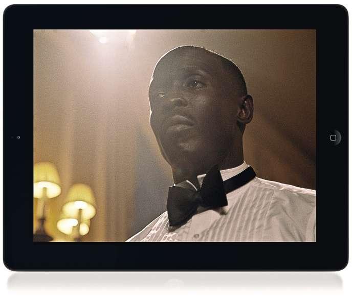 MrPorter.com innove avec  une nouvelle application iPad  The Tux, qui associe contenu magazine et vidéos.  Dans un mini-film, l'acteur américain de