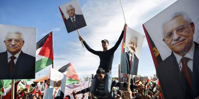 Plusieurs milliers de Palestiniens ont ovationné le président de l'Autorité palestinienne à son retour à Ramallah, le 2 décembre 2012.