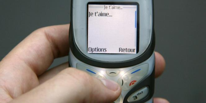 Les Français ont échangé 43,7 milliards de SMS au troisième trimestre 2012, soit en moyenne plus de 210 par individu.
