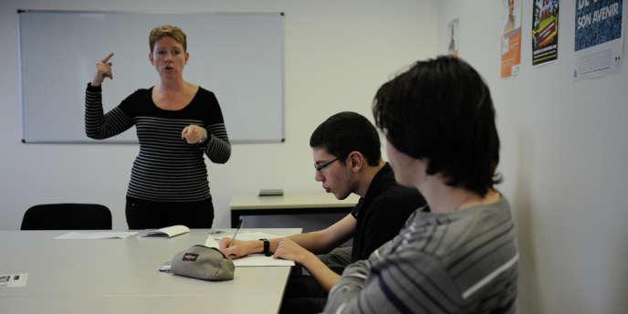 Un atelier de recherche d'emploi à la Mission locale d'insertion de Sénart, le 29 novembre.