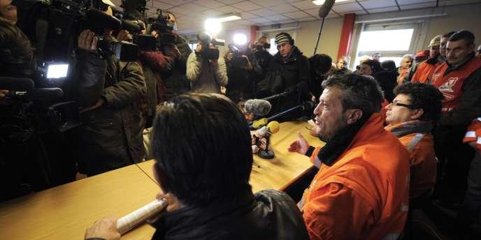 Edouard Martin, représentant de la CFDT sur le site de Florange, réagit à l'annonce d'un accord entre le gouvernement et ArcelorMittal, vendredi 30 novembre.