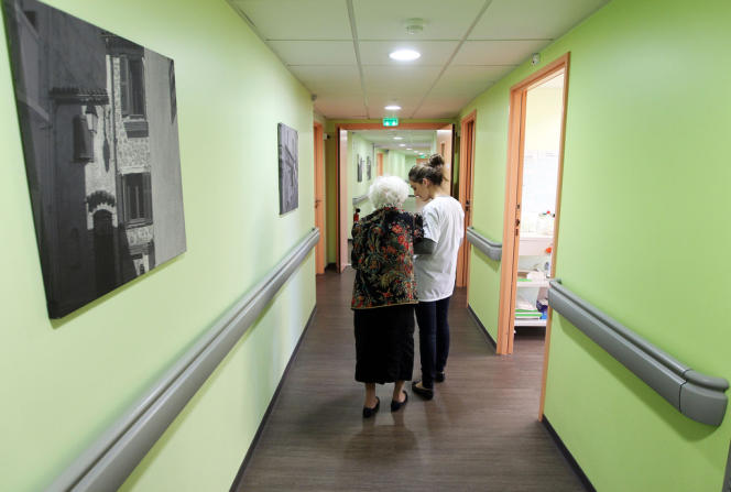 En France, 592 900 seniors sont hébergés en établissement hospitalier pour personnes âgées dépendantes.